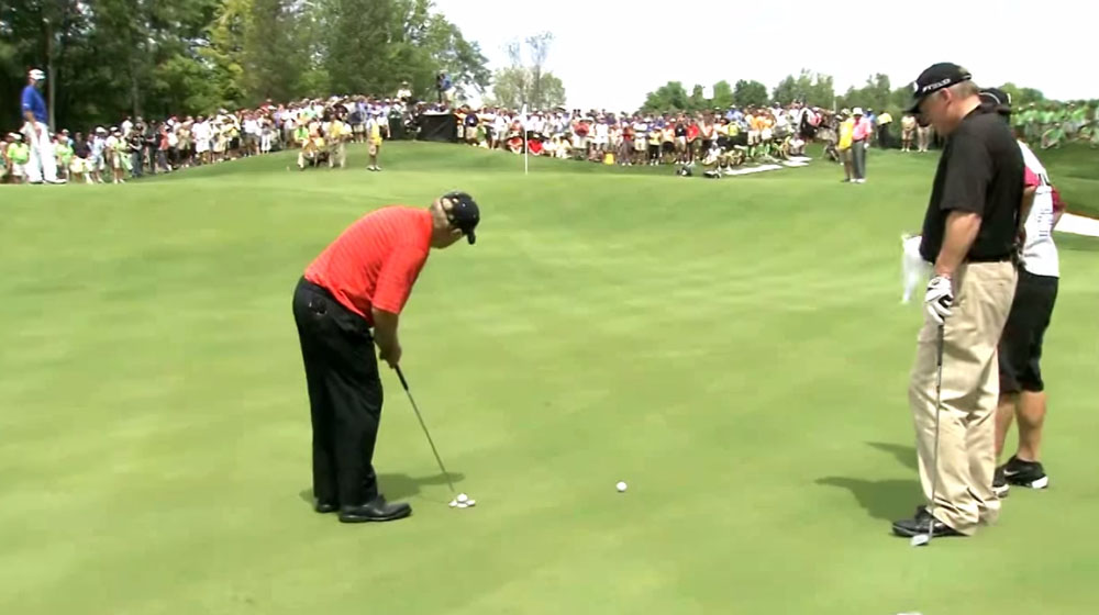 Pro Golfer Jack Nicklaus Nails an Unbelievable 102 Foot Putt