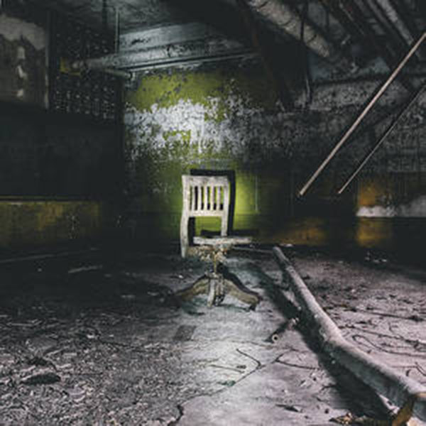 chair-in-creepy-abandoned-basement
